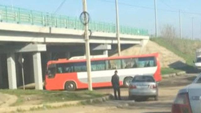 אוטובוס בדרך לבסיס ב מולקינו רוסיה סוריה (צילום: רויטרס)