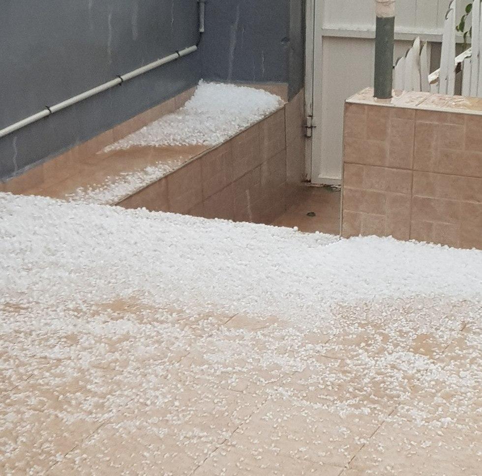 מזג אוויר ברד ב דימונה גשם (צילום: דליה סוגבקר)