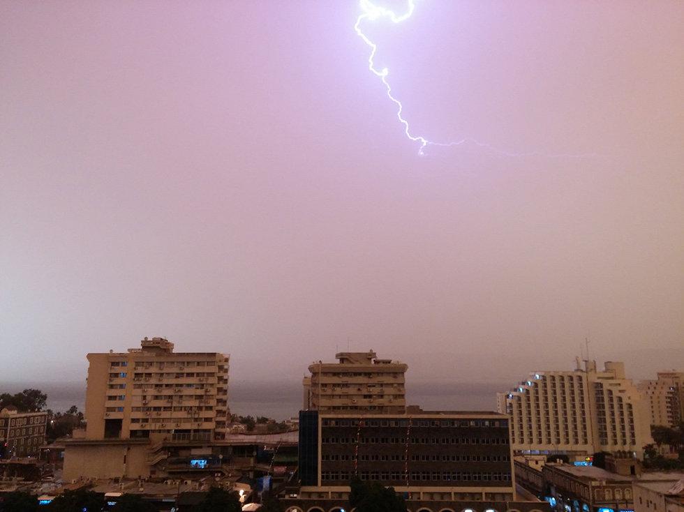 מזג אוויר ברק ב דימונה גשם (צילום: עודד מוסקוביץ )