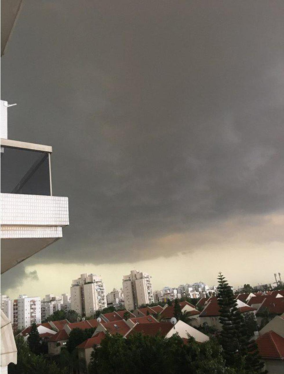 סערה בראשון לציון (צילום: שלום עטייה)