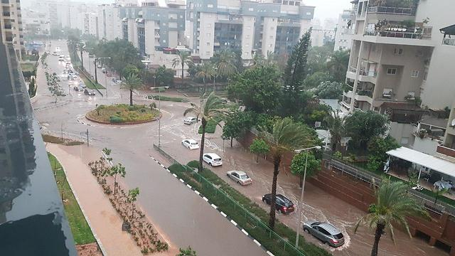 Буря в Ришон ле-Ционе. Фото: Рон Хаюн