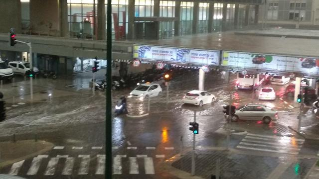 Tel Aviv municipality flooded (Photo: Haim Ohana)