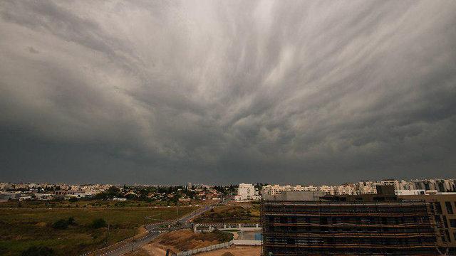 גשם בנס ציונה (צילום: אלי בצרי)