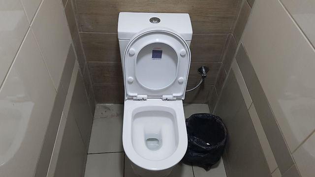 שירותים ציבוריים ( )