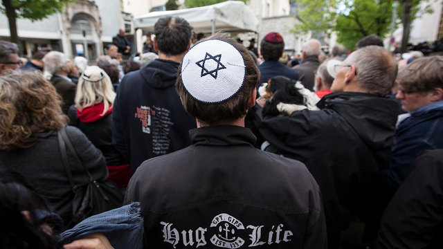 Thousands march in Berlin wearing kippas during a 2018 show of solidarity with the Jewish community (Photo: EPA) (Photo: EPA)