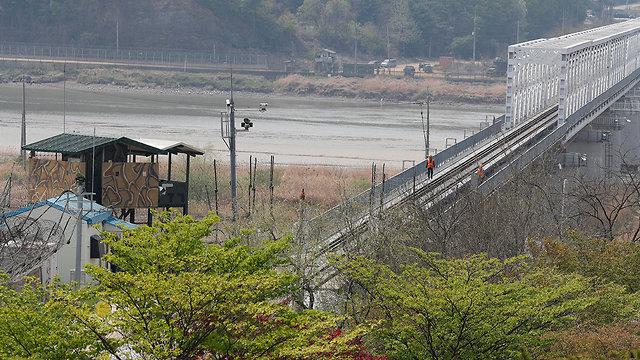 אזור שטח מפורז בין צפון קוריאה דרום קוריאה פאג'ו גיונגי דו דרום קוריאה (צילום: EPA)