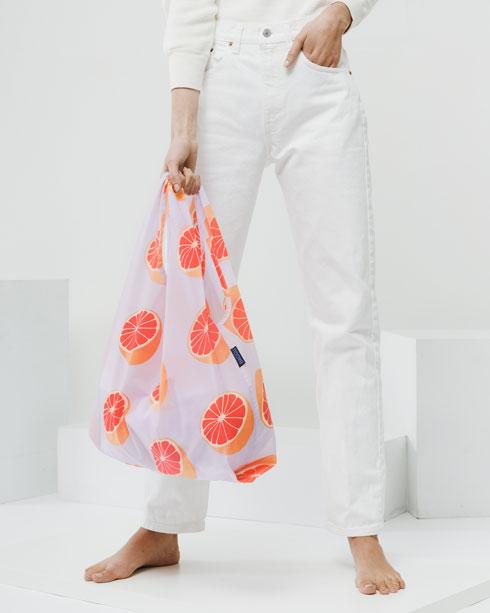 מוצר הדגל של מותג התיקים באגו: שקית רב-פעמית מעוצבת, מ-100 אחוז ניילון ריפסטופ עמיד המיועד לסחוב עד 22 קילו (צילום: בן וייזר)