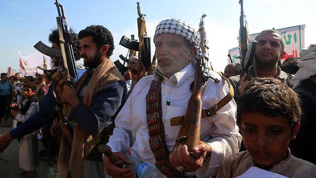 תומכים של מורדים חות'ים תימן חודיידה (צילום: רויטרס)