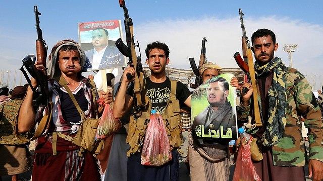 תומכים של מורדים חות'ים תימן חודיידה (צילום: AFP)
