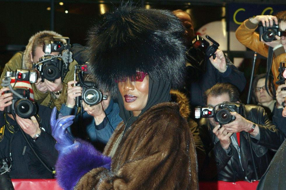 זמרת ואייקון אופנה נצחי. גרייס ג'ונס (צילום: Kurt Vinion/GettyimagesIL)
