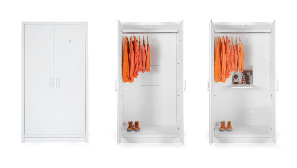 קריצה סיפקה תערוכה בשם ''איקאה אידאה'', שבה הציגו מעצבים מרחבי העולם רהיטים מתקפלים ונארזים במסורת התאגיד השוודי, רק עם טוויסט. למשל, ארון למאהב, של המעצב הדני ניקלס ג'ייקוב, שלו שני מצבים: רגיל, ועם מדפים נשלפים לישיבה ושתייה, לשעת חירום