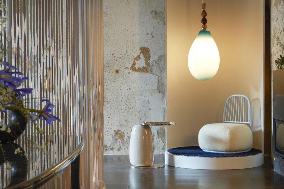 בית העיצוב הבריטי Se ממשיך את קו הרטרו המזוהה איתו, והפעם עם רהיטים תפוחים ומנורות דמויות תליון