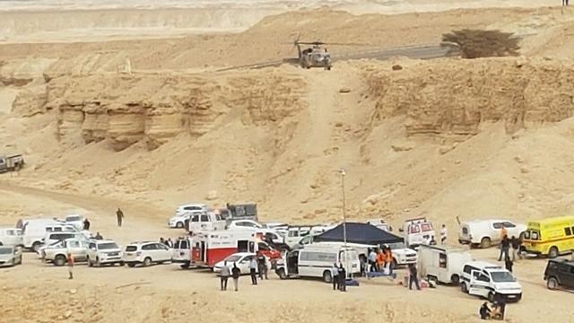 כוחות חילוץ בנחל (צילום: חיים הורנשטיין)