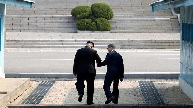קים ג'ונג און שליט צפון קוריאה ומון ג'אה אין נשיא דרום קוריאה (צילום: רויטרס)