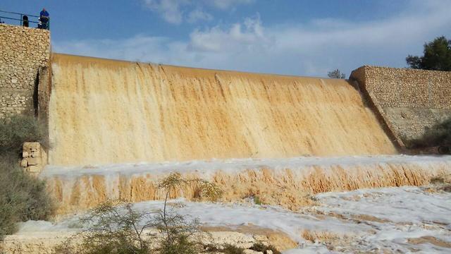 סכר אגם ירוחם (צילום: עדי מרסיאנו)