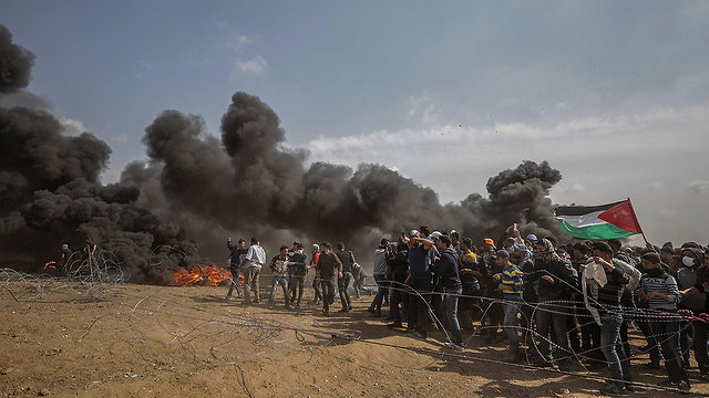 Palestinian rioters on the Gaza border (Photo: EPA)