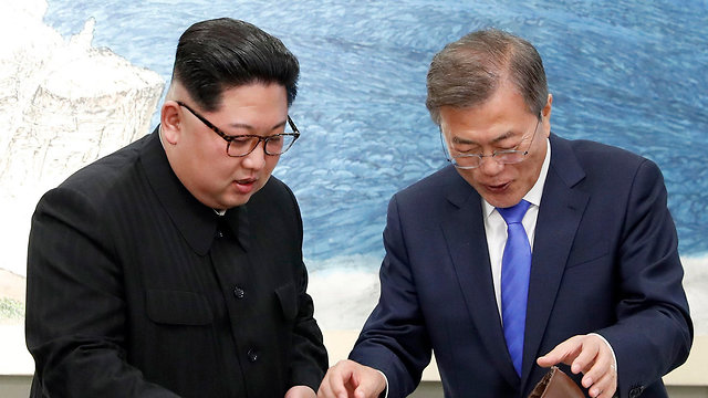 North Korea's Kim Jong Un, South Korea's Moon Jae-in (Photo: EPA)