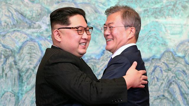 שליט צפון קוריאה קים ג'ונג און ו נשיא דרום קוריאה מון ג'אה אין (צילום: AFP)