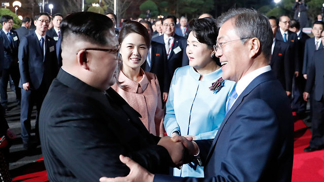 South Korean President Moon Jae-in and North Korean ruler Kim Jong-un  (Photo: AFP)