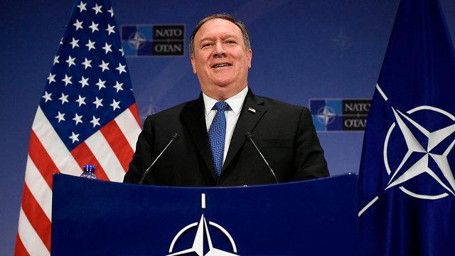 מזכיר המדינה האמריקני מייק פומפאו ב בריסל לפני המראה למזרח התיכון (צילום: AFP)