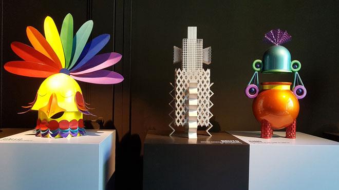 מפעל רהיטי האלומיניום alteform רצה למשוך תשומת לב, והצליח: בגלריה רוזנה אורלנדי הוא הציג שיתוף פעולה ססגוני במיוחד עם מעצבים שונים (צילום: ענת ציגלמן)
