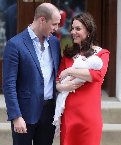 תינוקה של רוזמרי או של קייט מידלטון? אימת השמלה הזהה. לחצו על התמונה לכתבה המלאה (צילום: Chris Jackson/GettyimagesIL)