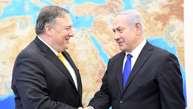 US Secretary of State Mike Pompeo (L) and Prime Minister Netanyahu