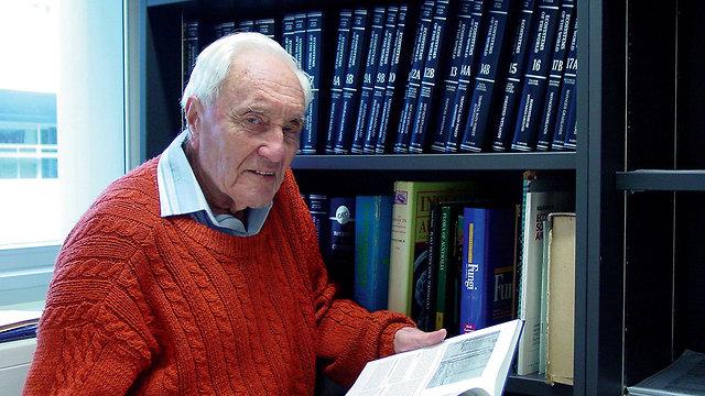 דיוויד גודול מדען בן 104 מ אוסטרליה נוסע ל שווייץ לעבור המתת חסד למות מוות (צילום: AFP)
