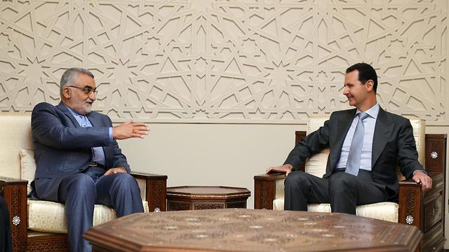 Comité de Política Exterior y Seguridad Nacional del Parlamento iraní Boroujerdi (L) se reunió con el Presidente sirio Assad en Damasco (Foto: EPA)