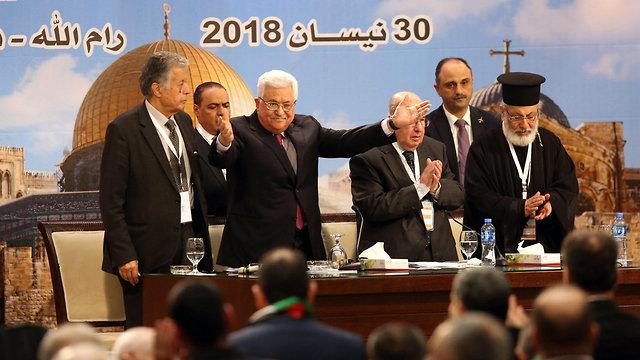 אבו מאזן בישיבת המועצה הלאומית הפלסטינית ברמאללה (צילום: EPA)