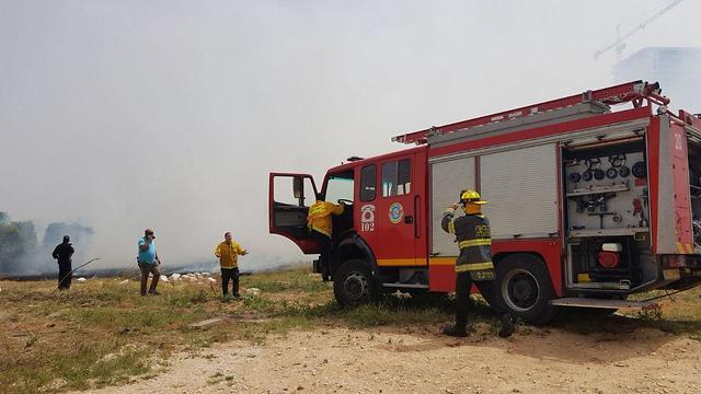 שריפה בכפר מעש (צילום: דוברות כבאות והצלה מחוז מרכז)