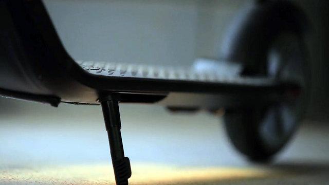 KickScooter ES2 (צילום: טל שמעוני)