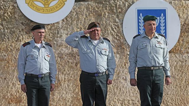 Eisenkot, center, with departing COGAT Mordechai, right, and new COGAT Abu Rokon (Photo: Alex Kolomoisky)