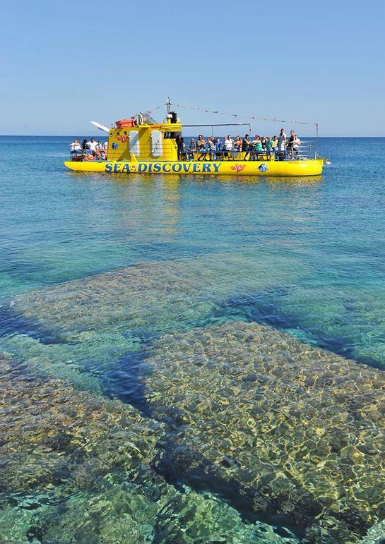 הצוללת הצהובה עם הרצפה השקופה (צילום: אבישג אוהנה)