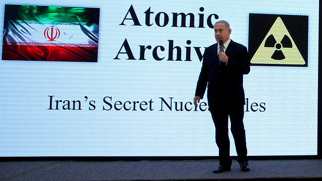 Netanyahu presents the Iranian nuclear archives (Photo: AP)