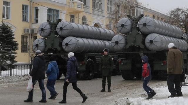סוללות S-400  במצעד צבאי של רוסיה (צילום: רויטרס)