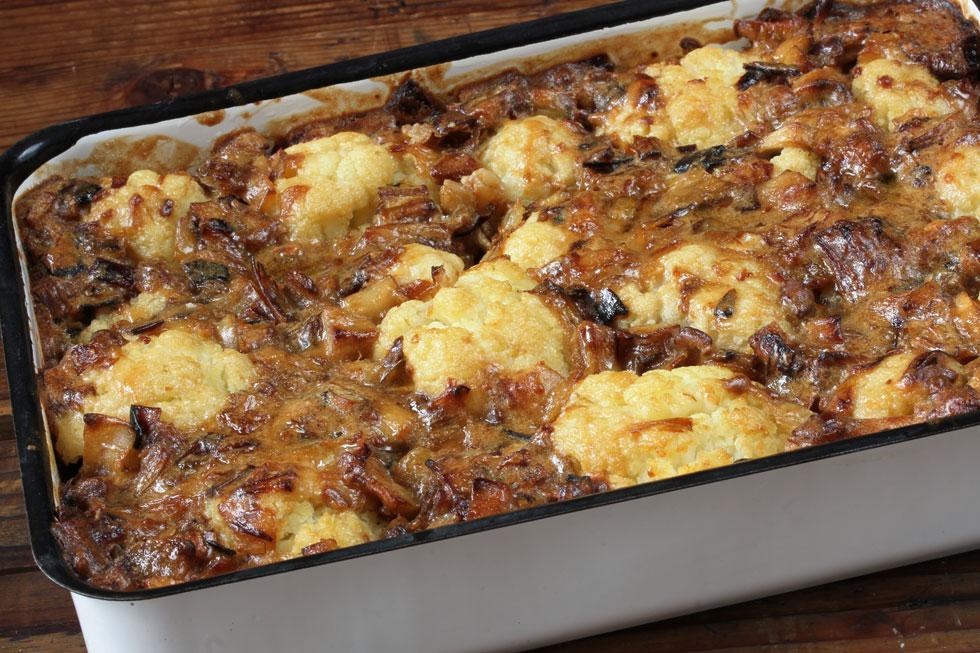 מאפה פרחי כרובית עם פטריות ובצל (צילום, סגנון והכנה: אסנת לסטר)