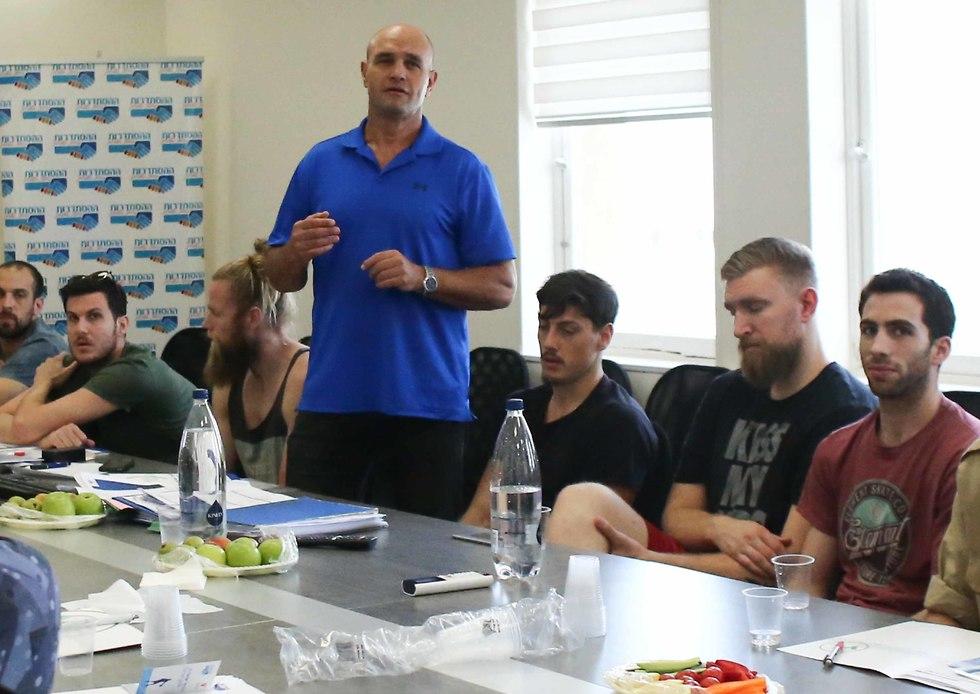 ניר אלון בפגישה של ארגון השחקנים (צילום: ראובן שוורץ)