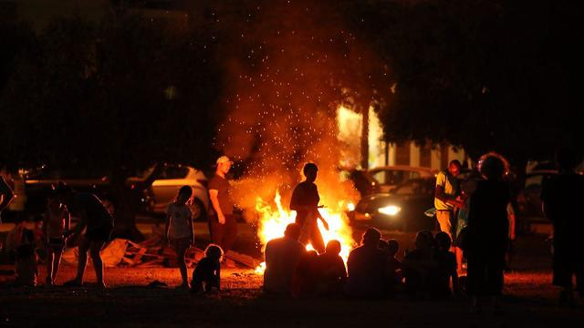 Lag B'Omer bonfire (Photo: Motti Kimchi)