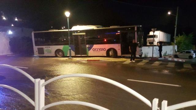 נהג אוטובוס נדקר במהלך נסיעה עפולה (צילום: דוברות מד