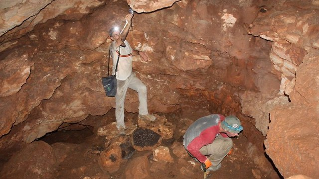 המערה שבה נמצא המטבע (צילום: דוברות המנהל האזרחי)