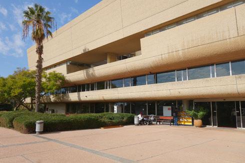 עד היום אי-אפשר להתבלבל: זהו המבנה הבולט ביותר בקמפוס אוניברסיטת תל אביב (צילום: מיכאל יעקובסון)