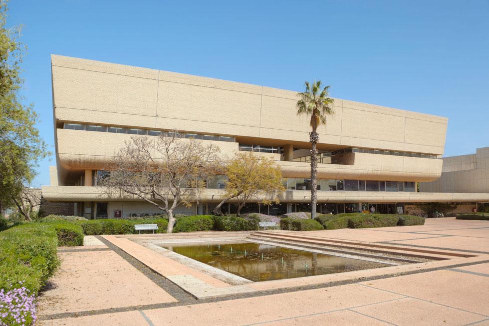 ספריית סוראסקי באוניברסיטת ת''א, בתכנון משרד האדריכלים נדלר-נדלר-ביקסון, שהפך לאחר מכן למוביל בישראל בתכנון ספריות גדולות (צילום: עמרי טלמור)