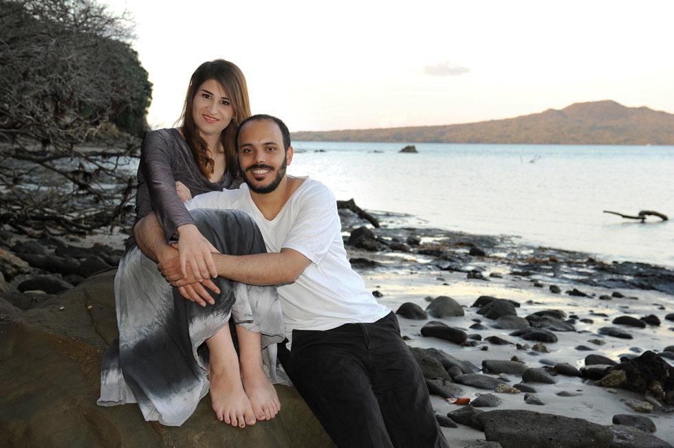 """אליאנה רובשקין ואיתמר גולבר בארץ מגוריהם  ניו-זילנד.  """"ידעתי שזו אהבה. היה לי ברור שאטוס למענה לסוף העולם"""" (צילום: דפנה קפלן)"""