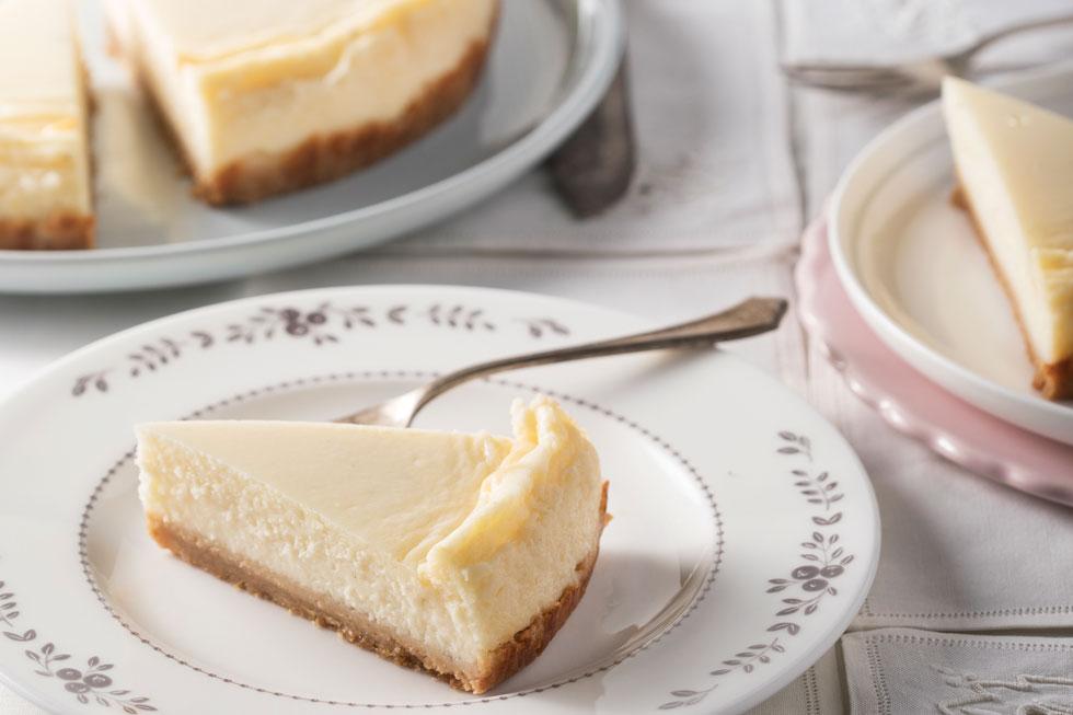 עוגת קוטג' אפויה (צילום: דניאל לילה, סגנון: נעמה רן)