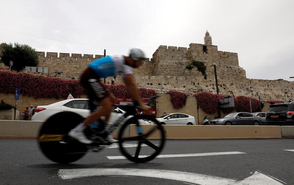 ג'ירו ד'איטליה בירושלים סמוך לעיר העתיקה (צילום: רויטרס)