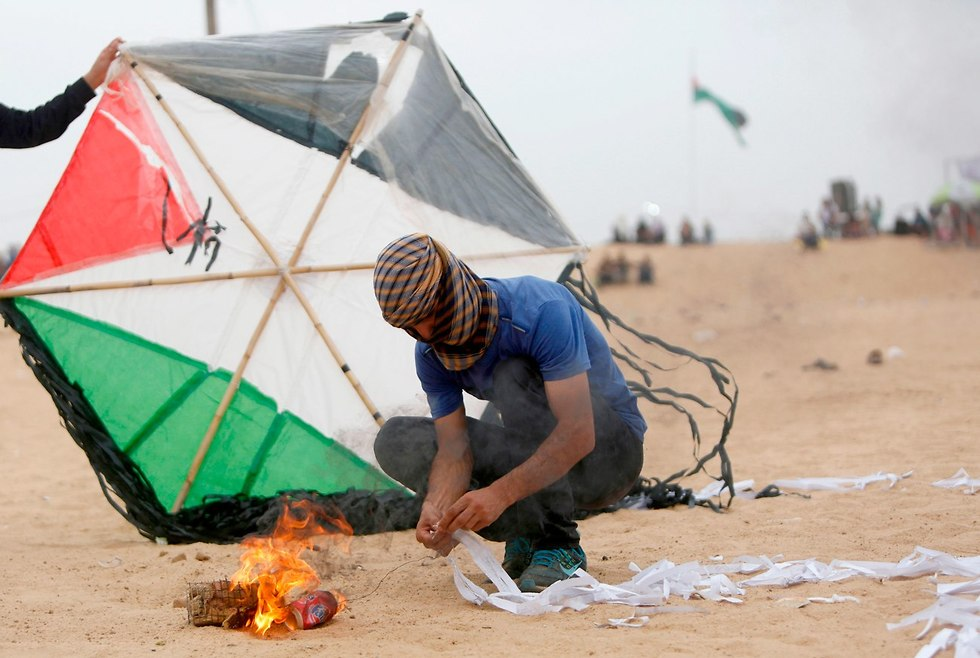 A Gazan prepares an incendiary kite (Photo: AFP)