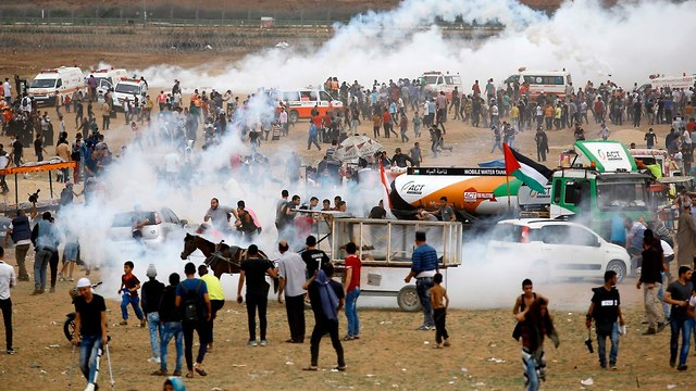 Riots on the Gaza border fence (Photo: AFP)