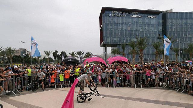 הפנינג בקניון סמי עופר לרגל מרוץ ג'ירו ד'איטליה (צילום: דוברות עיריית חיפה)