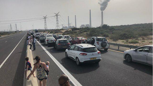 פקקי תנועה בכביש החוף  ג'ירו ד'איטליה (צילום: יעל ברזילי)